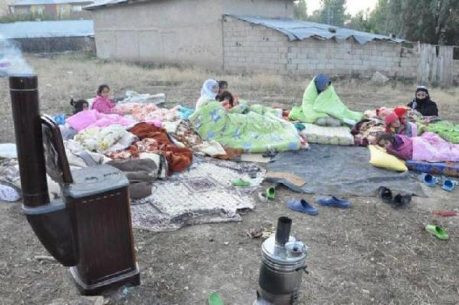 TREMBLEMENT DE TERRE DE WAN ( TURQUIE): LES KURDES ABANDONNES